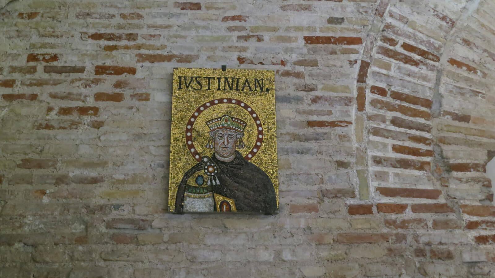 Basilica di Sant'Apollinare Nuovo - Dettaglio mosaici Giustiniano