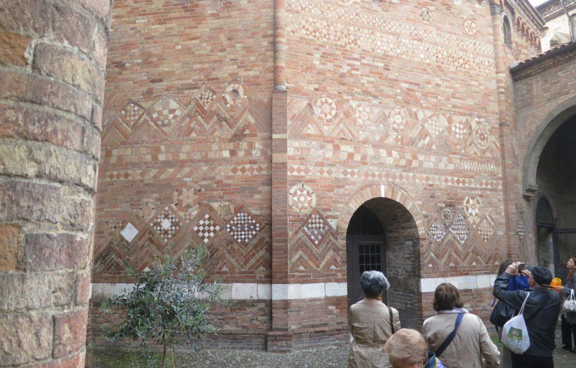 Basilica di Santo Stefano - Cortile